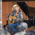 Musician Arlo Guthrie performs